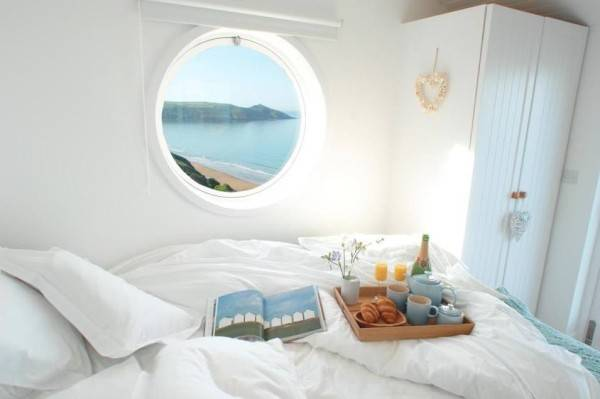 You wouldn't need an alarm clock to get you out of bed when you had this view to look forward to.