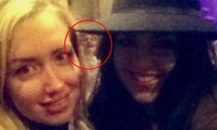 What These 10 People Captured In Their Selfies Made Their Jaws DROP