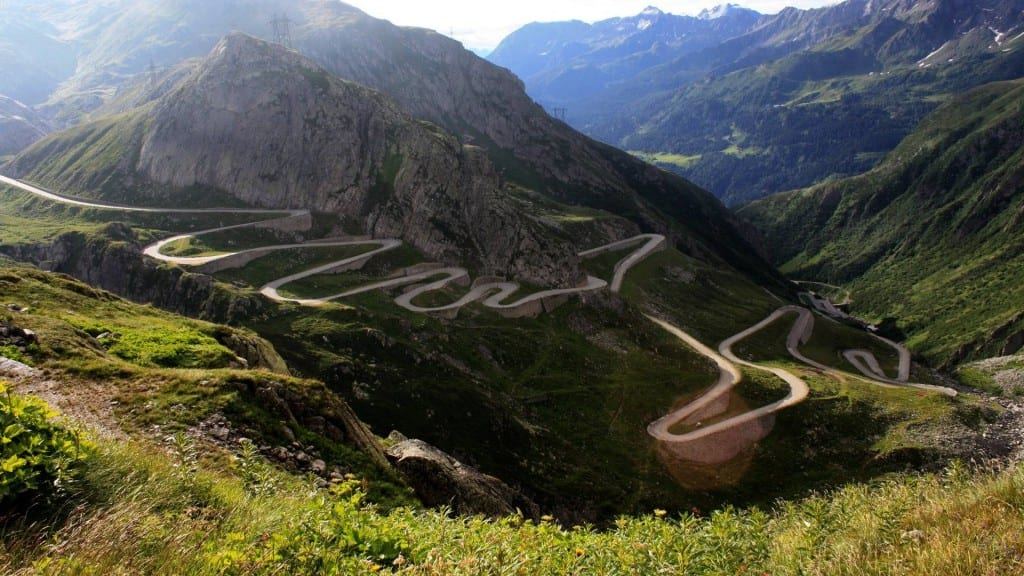 14 Of The World's Most Frightening Roads