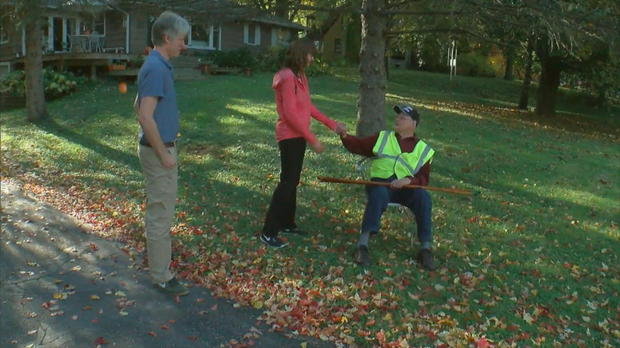 Neighbors Put Out Chairs For 95-Year-Old World War Veteran So He Can Rest Between His Daily Walks